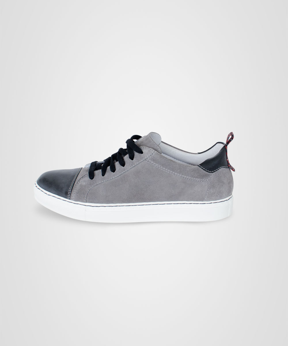 sneaker-02.jpg
